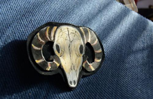 Brož beraní lebka